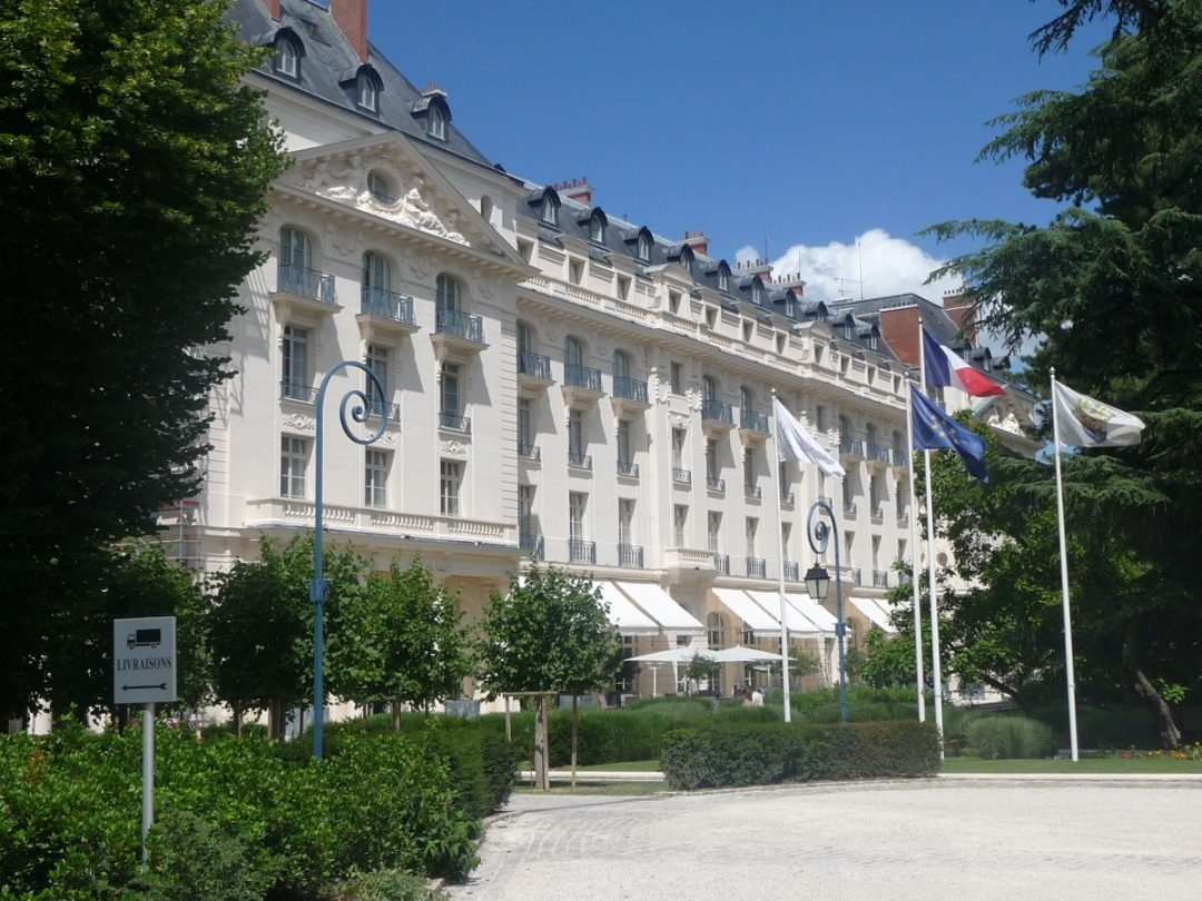 Feel like a king at trianon palace versailles the luxe insider - Hotel trianon versailles ...