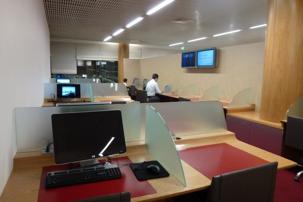 Air France Business Class lounge Paris - Communication center