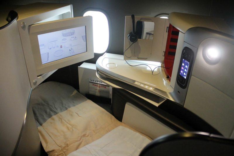 Lie-flat seat bed